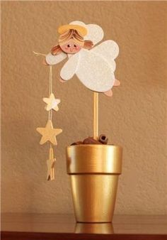 punch art angel using petal and heart punches Clay Pot Crafts, Christmas Projects, Holiday Crafts, Paper Crafts, Diy Crafts, Christmas Angels, All Things Christmas, Christmas Holidays, Christmas Decorations