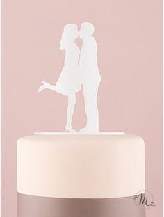Cake topper silhouette bacio - colore bianco. Romantico e originale. In materiale plastico acrilico, questo cake topper appartiene all'esclusiva collezione Weddingstar. Misure: 13 x 21 x 0.3 cm. E' dotato di un supporto per essere poggiato sulla mensola. #caketopper #cake #topper #wedding #matrimonio #weddingideas #ideasforwedding #figurastartanuptcial #hochzeitcaketopper #weddingday