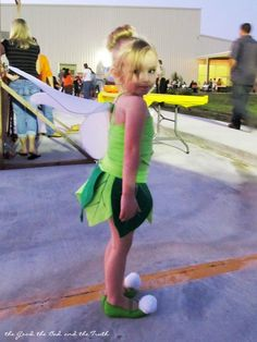 like the idea of using felt to make leaves, over a tutu... just have to figure out the top part of her costume!