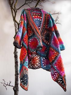 VMSom Ⓐ Cage: Puro - ILO-wool jacket. I would sooo love to put my hands on this beautiful yarn, AND have directions in English!!  What fun to wear.