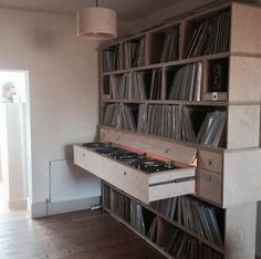 42 Ideas home studio recording diy shelves Record Shelf, Vinyl Record Storage, Deck Storage, Lp Storage, Easy Storage, Home Studio, Dj Table, Dj Decks, Muebles Living