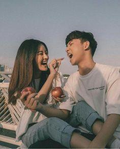 Pinterest : Lê Đặng Thục Hân. Cute Couple Poses, Cute Couples Goals, Couple Posing, Couple Shoot, Couple Goals, Couple Aesthetic, Korean Aesthetic, Relationship Goals Pictures, Cute Relationships