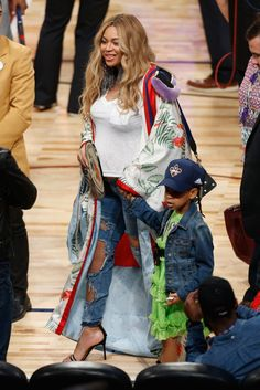 Splurge: Beyonce Knowles Carter's All Star Weekend Gucci's Spring 2017 Kimono and Blue Ivy's Gucci Broderie Anglaise Dress - Fashion Bomb Daily Style Magazine: Celebrity Fashion, Fashion News, What To Wear, Runway Show Reviews