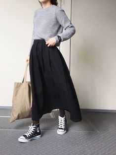 Learn from fashionable Wearista. Winter monotone coordinates <How to use white and black + α> Japanese Outfits, Korean Outfits, Mode Outfits, Japanese Fashion, Asian Fashion, Look Fashion, Casual Outfits, Japanese Minimalist Fashion, Long Skirt Outfits