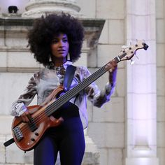 Esperanza Spalding (US) Guitar Girl, Music Guitar, Esperanza Spalding, Classic Jazz, Piano, Miles Davis, Jazz Musicians, African American Women, Jimi Hendrix