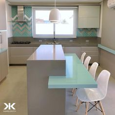 Beautiful kitchen with touch of color, the tiffany blue contrasts harmoniously with … Small Kitchen Layouts, Best Kitchen Designs, Kitchen Furniture, Home Furniture, Kitchen Decor, Custom Kitchens, Cool Kitchens, Best Living Room Design, House Made