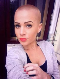 Shaved Head Female Hairstyle - Shaved Head Female Hairstyle JACQUELINE Jossa was abashed aback her beard began falling out afterwards she had her Girl Short Hair, Short Hair Cuts, Short Hair Styles, Really Short Haircuts, Haircuts For Men, Buzz Cut Women, Buzz Cuts, Bald Look, Buzzed Hair