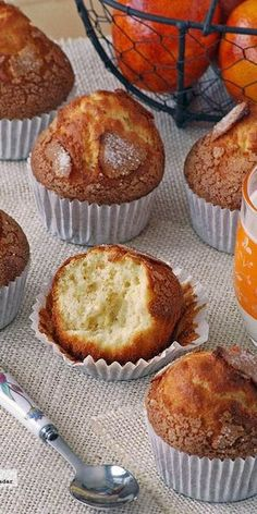 Cómo hacer magdalenas caseras para que queden esponjosas Thermomix Desserts, No Bake Desserts, Delicious Desserts, Croissants, Sweet Recipes, Snack Recipes, Mexican Bread, Donuts, Sweet Cooking
