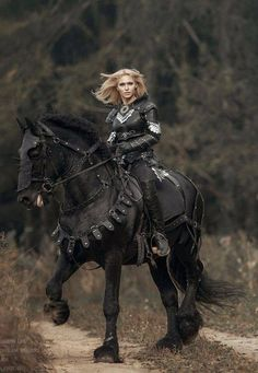 The Black Knight(A Blond)on a Black Horse is She the New Sorceress! Horse Costumes, Fantasy Costumes, Foto Fantasy, Dark Fantasy, Woman Warrior, Fantasy Warrior, Fantasy Photography, Horse Photography, Fantasy Inspiration