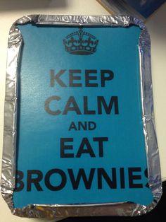 dois brownies+marmita+adesivo personalizado=lembrança de festa