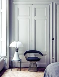 House tour: a modern French apartment within an opulent shell - Vogue Living. Pipistrello lamp and Platner chair. Classic Interior, Modern Interior Design, Interior Architecture, Luxury Interior, Modern French Interiors, Modern French Decor, Bedroom Classic, Bedroom Modern, Interior Doors