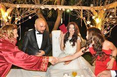 Tesisimizde nişan, kokteyl ve düğün gibi her türlü kutlamalarınız için güler yüzlü ve kaliteli servisi ile alternatifli mekanlarda konuklarınızı özenle ağırlıyoruz.