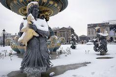 Torre Eiffel cerrada y esquiadores en Montmartre: las fotos de París cubierta de nieve
