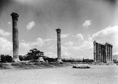Nelly's, (Έλλη Σουγιουλτζόγλου), περ. 1930, Αθήνα, Στύλοι Ολυμπίου Διός.