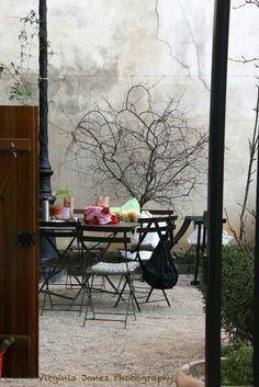 Le Marché des Enfants Rouges in Paris: cosy market with good food and some nice small shops: perfect place to have lunch! Rouge Paris, Paris 3, I Love Paris, Paris France, Pink Paris, Beautiful Paris, Most Beautiful Cities, Beautiful World, Parisian Cafe