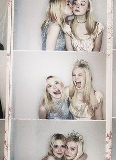 Dakota & Elle Fanning - 016.