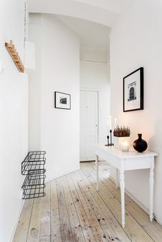 Interior design / styling / vintage / classic / white / home / decor / entry / hallway House Design, House Styles, Home And Living, House Interior, Furniture, Interior, Home Deco, White Interior, Home Decor