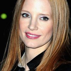 A Flatiron and Some Eyeshadow Can TOTALLY Transform You—This Pic of Jessica Chastain Is Proof