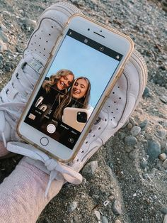 Best Friends Shoot, Best Friend Poses, Cute Friends, Photos Bff, Friend Photos, Foto Best Friend, Friend Poses Photography, Bff Poses, Photographie Indie