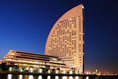 【2020年最新】横浜で絶対ハズさない高評価ホテル!カップルにもオススメの夜景のきれいなみなとみらいのホテル4選 Yokohama, Skyscraper, Scenery, Multi Story Building, Japanese, Night, Places, Travel, Healing