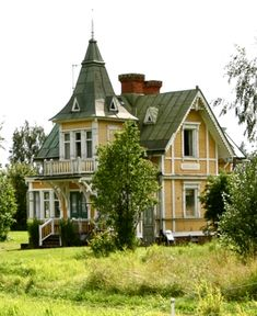 I found the perfekt house in Leksand. This house has everything I dreamed about. Villa Villekulla forever in my heart. Victorian Architecture, Beautiful Architecture, Beautiful Buildings, Architecture Details, Beautiful Homes, House Architecture, Eco Casas, Victorian Style Homes, Victorian Houses