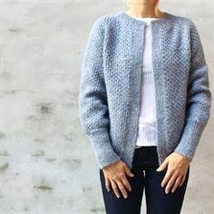 Let og Lun-cardigan - opskrift fra PixenDK / CaMaRose. Citystoffer Long Cardigan, Knit Cardigan, Jumper Knitting Pattern, Knitting Sweaters, Cardigans For Women, Ladies Sweaters, Knit Patterns, Tweed, Clothes For Women