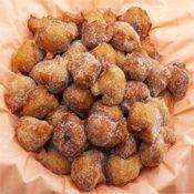 Quieres aprender a hacer buñuelos? Aquí tienes las recetas. Los hay de varios tipos.  http://www.xn--buuelos-5za.net/