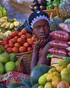 "Beautiful woman and so much color! ""Market Woman"" Kampala, Uganda by Lindsay Genry We Are The World, People Around The World, Around The Worlds, Afrique Art, Out Of Africa, East Africa, African Culture, African History, African Beauty"