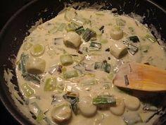 """""""En opskrift fra """"Spis bedre"""". Den er oprindeligt lavet med hvsi fisk skåret i 4 cm skiver, men da der var rødspætter i fryseren blev de rullet sammen og stegt. Fisk er bare den ultimative bedste spise for mig og jeg springer på alle opskrifter med fisk. Den her var dog ikke helt som forventet,...Læs Mere Fish And Seafood, Cravings, Food And Drink, Chicken, Recipes, Cooking Ideas, Danish, Photography, Photograph"""