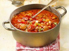 Partyrezepte aus dem Ofen haben einen großen Vorteil: Sie lassen sich prima vorbereiten. Auch die Zubereitung an sich ist einfach. Ob Partyrezepte aus dem Ofen mit Fleisch, Fisch oder vegetarisch - mit unseren Rezepten für Auflauf, Gebäck oder Suppen aus dem Ofen bekommst du deine Gäste satt.