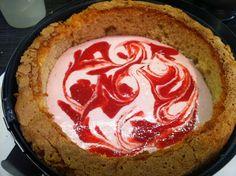Heute möchte ich euch dann endlich meine Lieblings-Motivtorten-Füllung zeigen und zwar den Eierlikörkuchen mit einer Strawberry-Cheesecake-F...