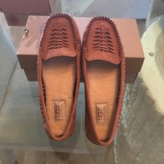✨ UGG WOVEN MOCS ✨ Woven chestnut brown nubuck upper. Breathable leather lining. Removable molded PU footbed with arch support covered in leather lining and a poron footbed covered in a 7mm curley UGG pure. Brand new! Never worn. ✨REASONABLE OFFERS PLEASE✨ Box included. UGG Shoes Flats & Loafers