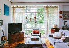 Conheça uma decoração vintage e romântica criada por Chris Campos, autora do blog Casa da Chris. Móveis e objetos simples ganham charme de sobra.