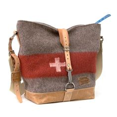 Swiss Army Blanket Cross Body Bag // Recycled and Repurposed by peace4you, GERMANY // Model pauline-2157
