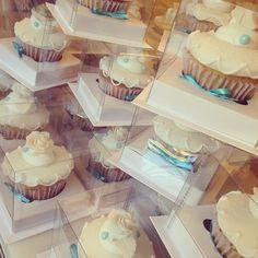 Ainda sobre casamentos :) Cupcakes para presentear os convidados  #cupcake #weddingsinpiration #branco #noivas #casamento #lembrancadecasamento #lembrancaspersonalizadas #liliglace #cupcakesdecorados #wedding #love #cute #saopaulo