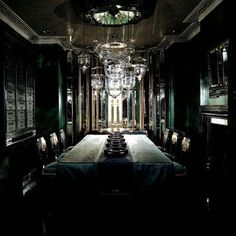 Dining Room in Holland Park by Anouska Hempel (what I imagine the Slytherin… Slytherin House, Slytherin Pride, Hogwarts Houses, Hogwarts Mystery, Harry Potter Aesthetic, Slytherin Aesthetic, Regulus Black, Dark Queen, Holland Park