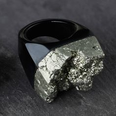 PYRITE AND AGATE STATEMENT RING