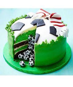 Si vous êtes vraiment doué pour les gâteaux et les décos, vous pouvez vous lancer dans un super gâteau d'anniversaire à thème, comme La Reine des Neiges, ou Cars pour les garçons.