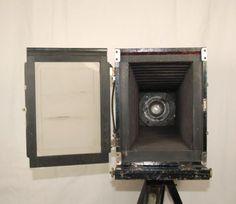 Holz-Plattenkamera-wohl-um-1900-Reisekamera-13x18-2x-Objektiv-Stativ-Zubehoer