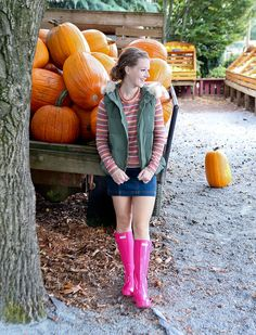 Bella Bucchiotti of xoxoBella is wearing a gap sweater and vest with a Free People denim skirt. Hunter Wellington Boots, Ladies Wellies, Hunter Boots Outfit, Wellies Rain Boots, High Heel Boots, Stiletto Boots, Tall Boots, High Heels, Fashionable Snow Boots