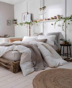 Home Decorating Style 2020 for Nice Deco Chambre Cosy, you can see Nice Deco Chambre Cosy and more pictures for Home Interior Designing 2020 35070 at Decoplan. Bedroom Makeover, Home Decor, Stylish Bedroom, Apartment Decor, Modern Bedroom, Simple Bedroom, Cozy Small Bedrooms, Rustic Bedroom, Simple Bedroom Decor