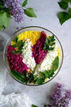 """Sałatka """"Kwitnący bez"""" – Smaki na talerzu Salad Recipes, Healthy Recipes, Tasty, Yummy Food, Kielbasa, Happy Foods, Polish Recipes, Coleslaw, Food Art"""