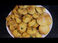 (Cream Roll) is a pastry which is made most likely in Eid time after Ramadan, or at any afghan events etc. Easy Cookie Recipes, Dessert Recipes, Desserts, Salty Cookies Recipe, Eid Sweets, Kulcha Recipe, Afghan Food Recipes, Eid Food, Baked Goods