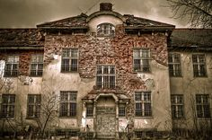 Säter mental institution in Sweden.(photo + submission by annavant)  This hospital opened in 1912 and was the largest in Sweden at the time. Serial killer Thomas Quick was once one of its many patients