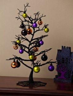 Mini albero nero di Natale - Un albero stilizzato di colore nero con palline colorate
