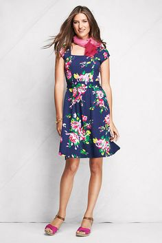 Navy floral print jersey dress. Perfect for summer date nights!