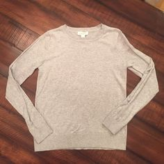 Forever 21 sweater size medium Machine washable. Comes from a smoke free home Forever 21 Sweaters Crew & Scoop Necks