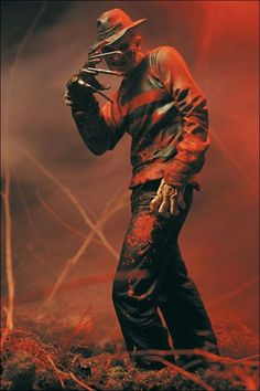 McFarlane Toys : Movie Maniacs : A Nightmare on Elm Street : Freddy Krueger Freddy Krueger, Horror Movie Characters, Horror Movies, Robert Englund, Horror Icons, Classic Monsters, Arte Horror, Nightmare On Elm Street, Halloween Horror