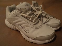 NIKE ( AIRLINERS) sz-7 WOMEN ( WHT )