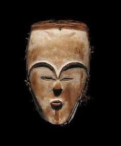 African Masks, African Art, Art Ancien, Art Premier, Sculpture, Ancient Art, Les Oeuvres, Statues, Hot Pink